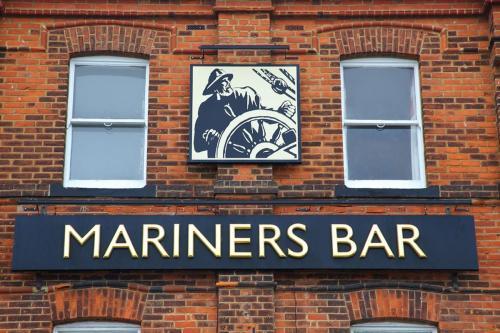 Mariners - Exterior signage